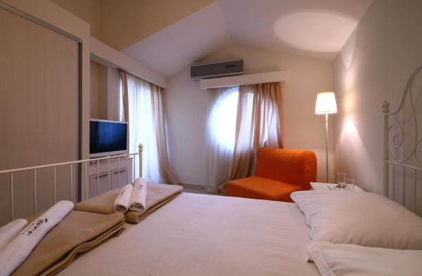 Double Room with Extra Bed and Sea View