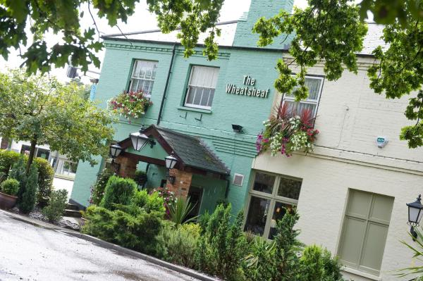 Hotel Pictures: The Wheatsheaf Hotel by Good Night Inns, Virginia Water