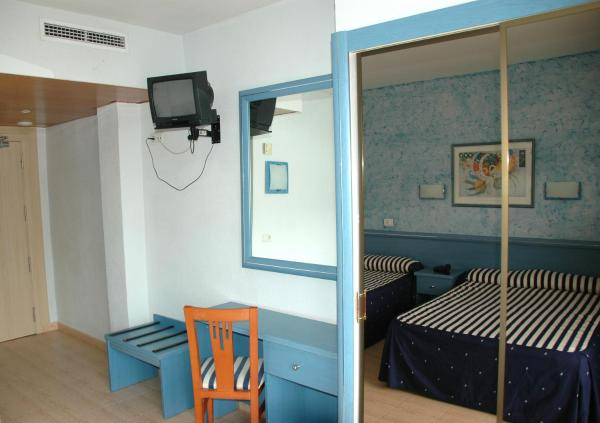 Double Room with 2 Extra Beds (2 Adults + 2 Children)