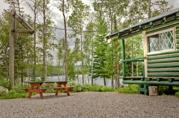 Hotel Pictures: Pourvoirie Du Lac Oscar - Forfait C, Rapide-Blanc