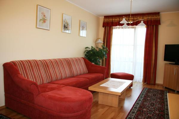 Comfort One-Bedroom Apartment with Balcony and Lake View