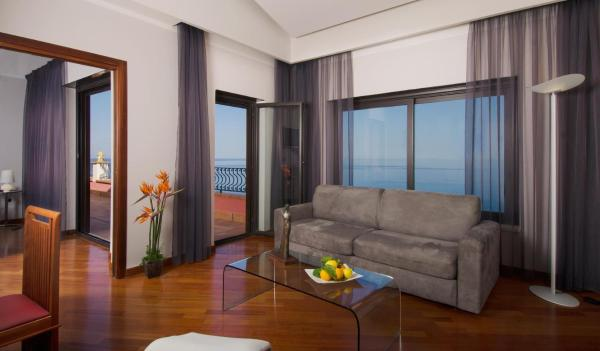 Deluxe Suite with Terrace and Sea View (4 Adults)