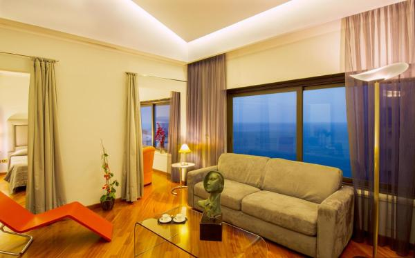 Suite with Terrace and Sea View