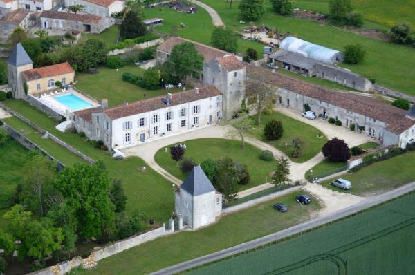 Hotel Pictures: Château de Laléard, Saint-Hilaire-de-Villefranche