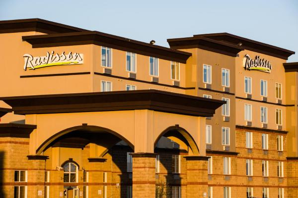 Hotel Pictures: Radisson Hotel & Suites Fort McMurray, Fort McMurray