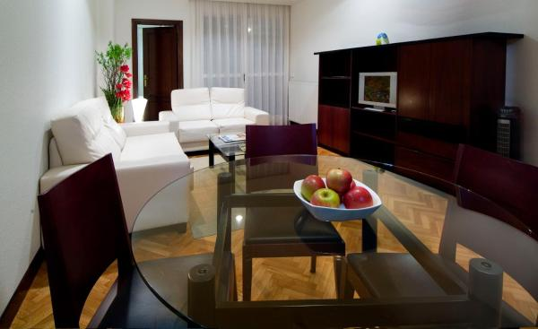 Hotel Pictures: Suites Sercotel Mendebaldea, Pamplona