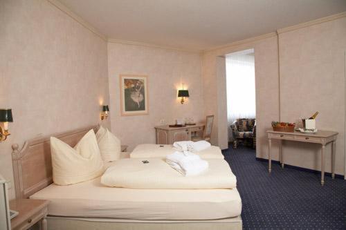 Hotel Pictures: Hotel Goldener Hirsch, Kaufbeuren