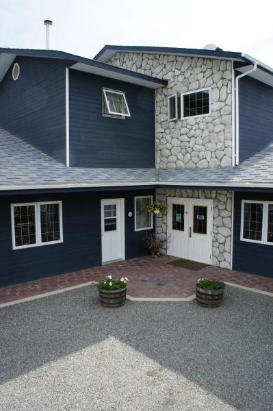 Hotel Pictures: The Raven Hotel, Haines Junction
