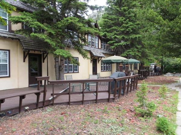 Hotel Pictures: Crandell Mountain Lodge, Waterton Park