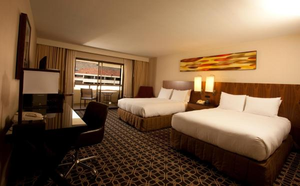Queen Room with Two Queen Beds - Disability Access (No Resort Fees)