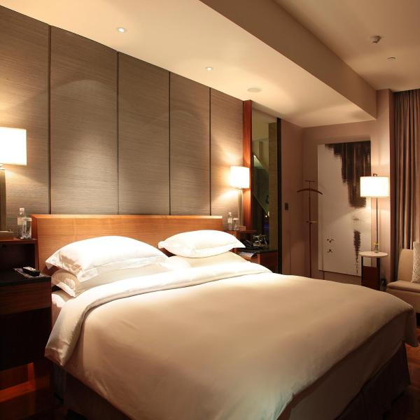 Bund Suite with River View