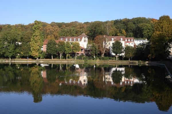 Hotel Pictures: Les Etangs de Corot, Ville-d'Avray