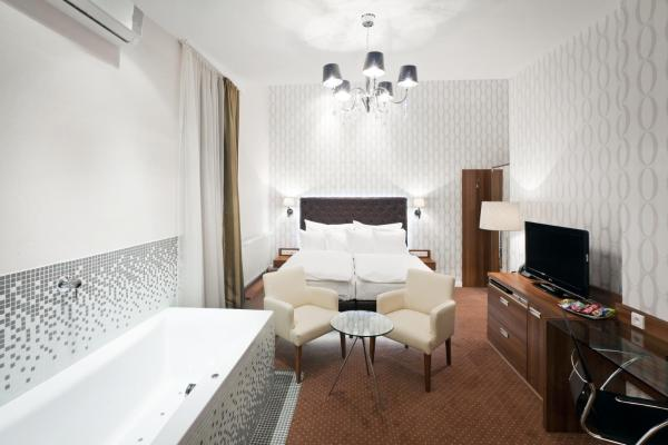 Royal Club Double Deluxe Room with Whirlpool