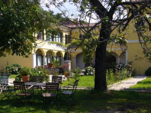 Hotel Pictures: B&B La Villa, Besazio