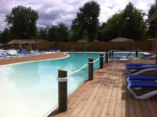Hotel Pictures: Camping Les Rives Du Lac, Barbotan-les-Thermes