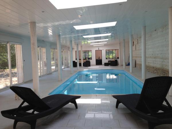 Hotel Pictures: Les Chambres du Chateau de Grèges, Grèges
