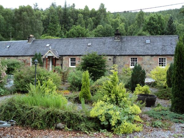 Hotel Pictures: Nursery Cottages, Invergarry