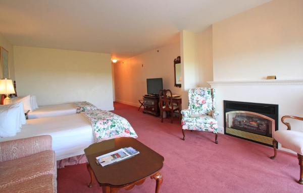 Deluxe Hotel Queen Room with Two Queen Beds with Bay View