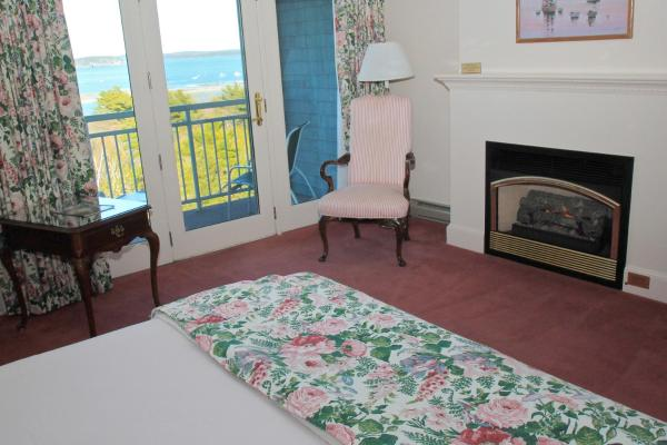 Deluxe Hotel King Room with Bay View