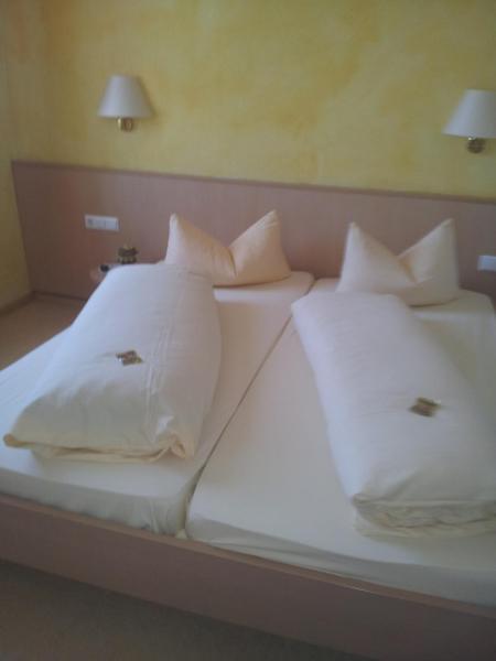 Hotel Pictures: Hotel-Restaurant Werneths Landgasthof Hirschen, Rheinhausen