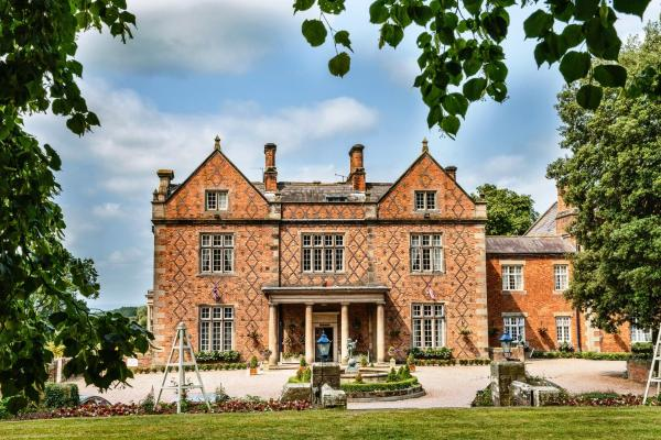 Hotel Pictures: Willington Hall Hotel, Tarporley