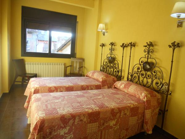 Hotel Pictures: Els Canonges Allotjament, La Seu dUrgell