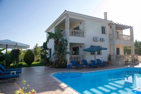 Hotel Pictures: Maria's Paradise, Ayia Marina