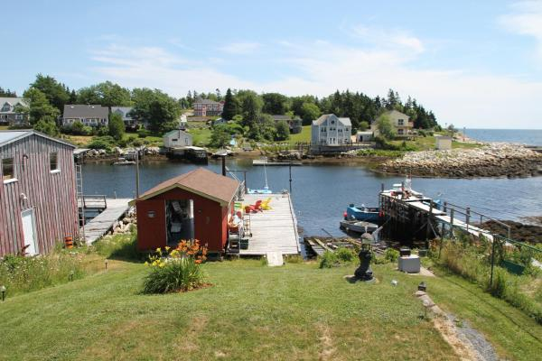 Hotel Pictures: Sal's Bed and Breakfast by the Sea, Herring Cove