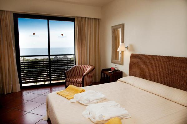 Twin Room with Sea View (2 Adults + 1 Child)
