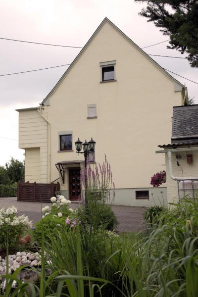 Hotel Pictures: Ferienwohnung Sauer, Hillscheid