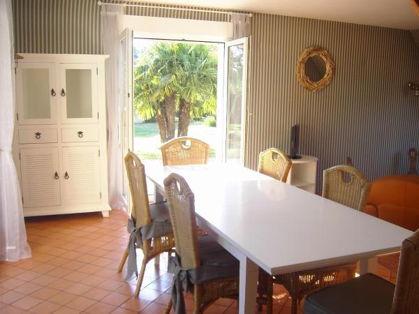 Hotel Pictures: Villa Bord de Mer Kairon-Plage, Saint-Pair-sur-Mer