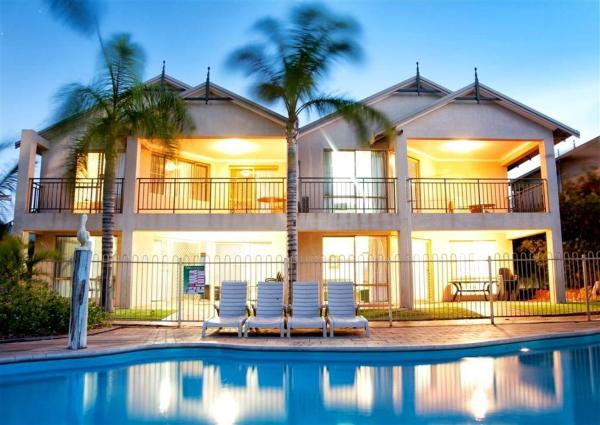 Two-Bedroom Villa - Poolside