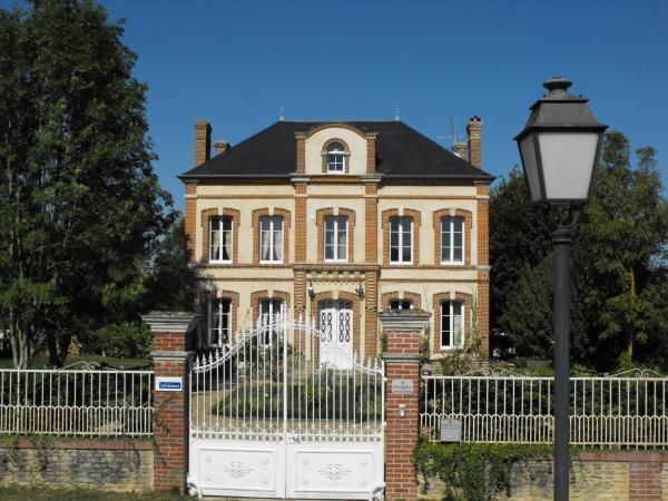 Hotel Pictures: Chambres d'hôtes Le Presbytère, Saint-Loup-de-Fribois