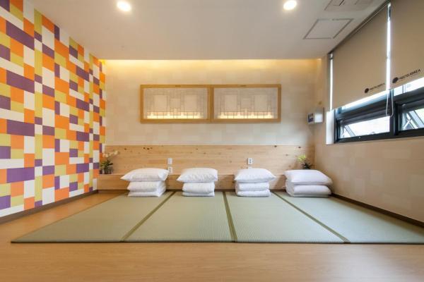 Korean-Style Family Room
