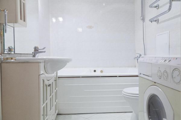 Two-Bedroom Apartment on Nizhnyaya Maslovka 18