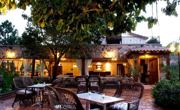 Hotel Pictures: Hotel Rural El Bosque de la Herrezuela, Guisando