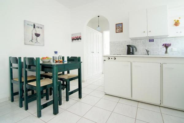One-Bedroom Apartment (2 Adults + 1 Child) with Sea View