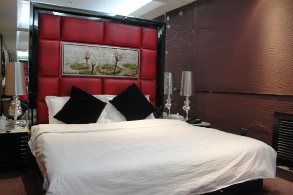 Standard Queen Room without Window