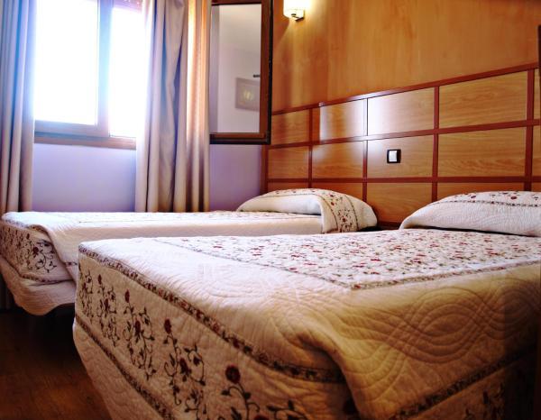 Hotel Pictures: Hostal Toledano Victoria, Pinto
