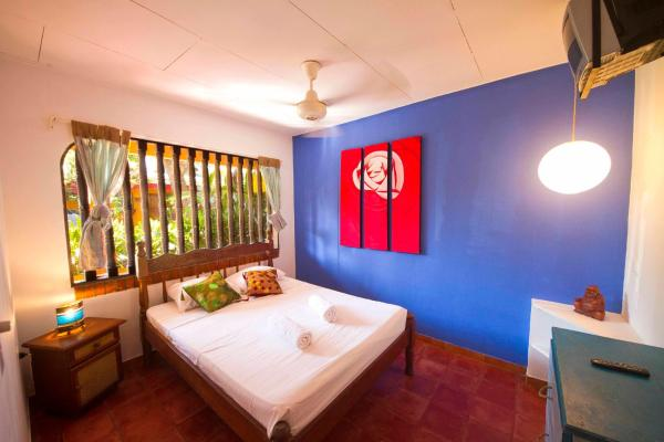 Double Room with Shared Bathroom with Fan