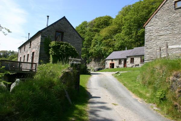Hotel Pictures: Troedyrhiw Holiday Cottages, Cardigan