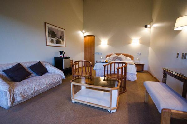 Фотографии отеля: Hotel Salto Del Laja Resort Ecologico, El Manzano