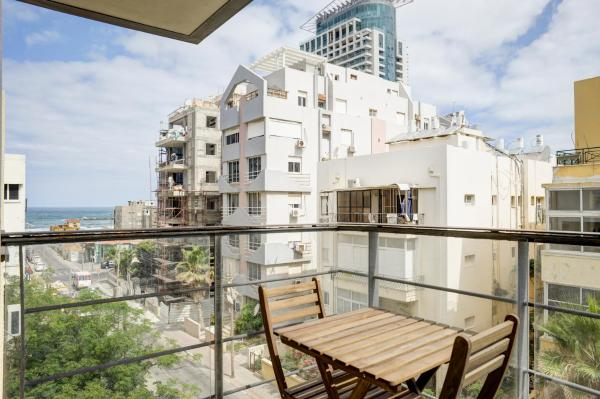 One-Bedroom Apartment with Balcony and Sea View - 20 Nechamya Street