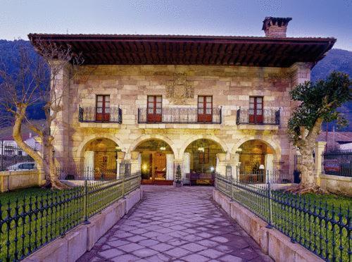 Hotel Pictures: Hotel Palacio Guevara, Treceño