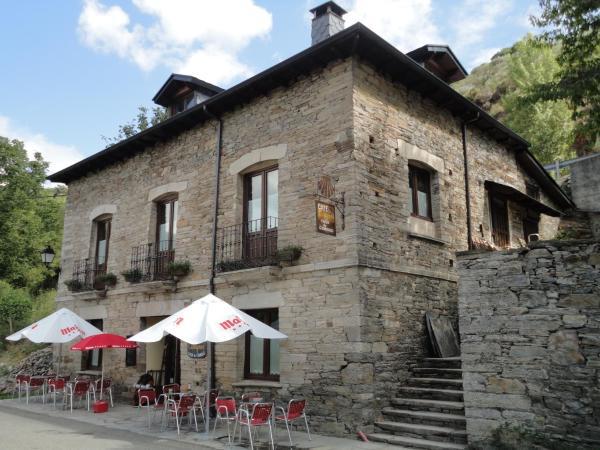 Hotel Pictures: Albergue Camynos, Ambasmestas