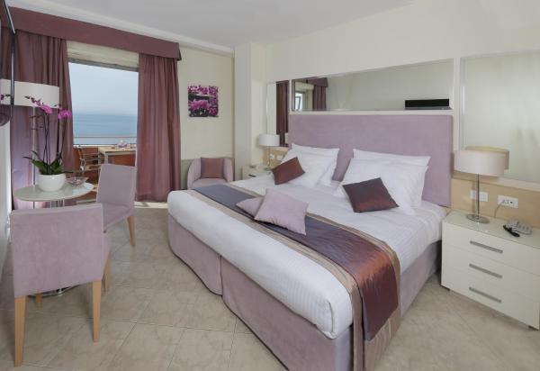 Double or Twin Room with Balcony and Front Sea View
