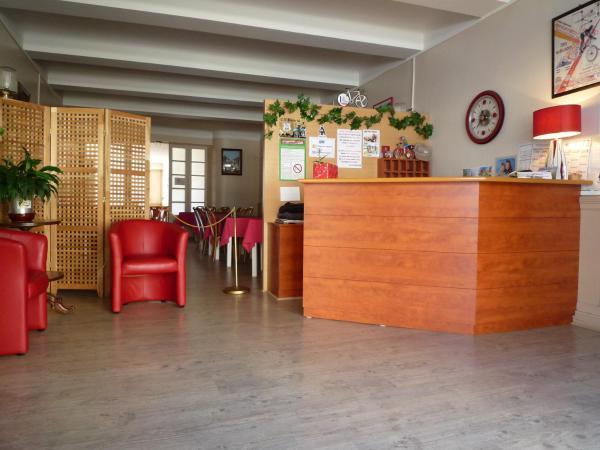 Hotel Pictures: Hôtel La Flamme Rouge, Saint-Girons