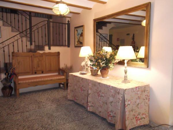 Hotel Pictures: Apartamentos Clavería, Biniés