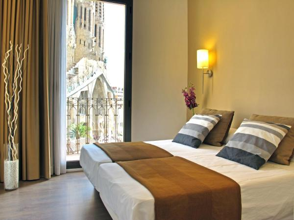 Four-Bedroom Apartment - Plaça Sagrada Familia 16