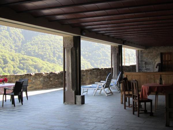 Hotel Pictures: Apartamentos Rurales Casa Baltasar, Monasterio De Hermo
